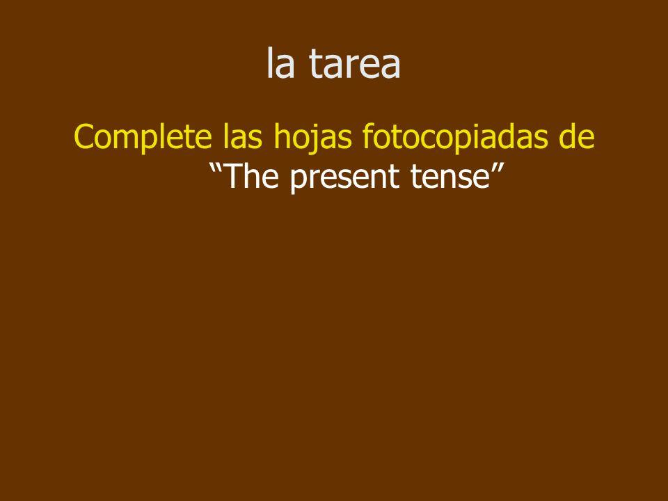 la tarea Complete las hojas fotocopiadas de The present tense