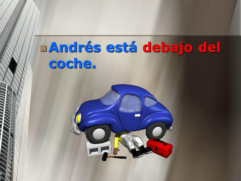 Andrés está debajo del coche. Andrés está debajo del coche.