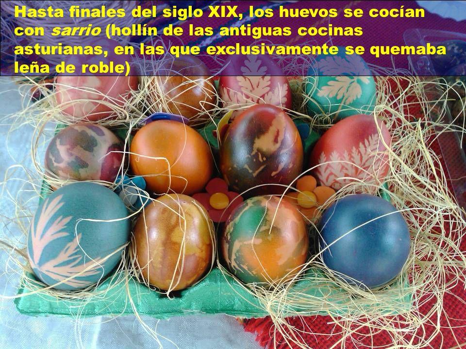 También en Cataluña y Valencia los huevos cocidos se pintan, pero con colores de matiz homogéneo.