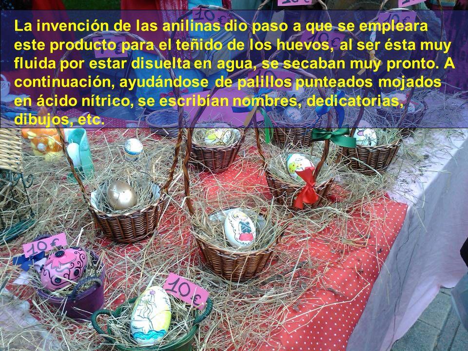 …Y con castañas, lo que daba a la cáscara un color oscuro, un color prieto, llamándose huevos prietos a los que se pintaban con este procedimiento.