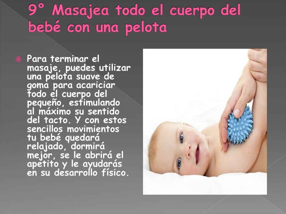 Para terminar el masaje, puedes utilizar una pelota suave de goma para acariciar todo el cuerpo del pequeño, estimulando al máximo su sentido del tact