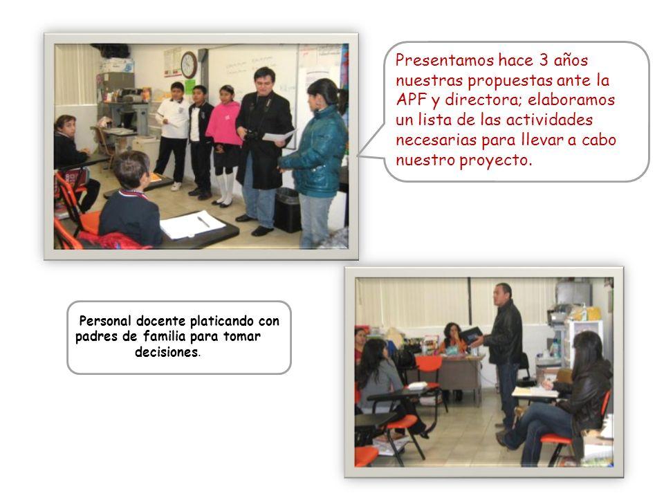 Personal docente platicando con padres de familia para tomar decisiones. Presentamos hace 3 años nuestras propuestas ante la APF y directora; elaboram