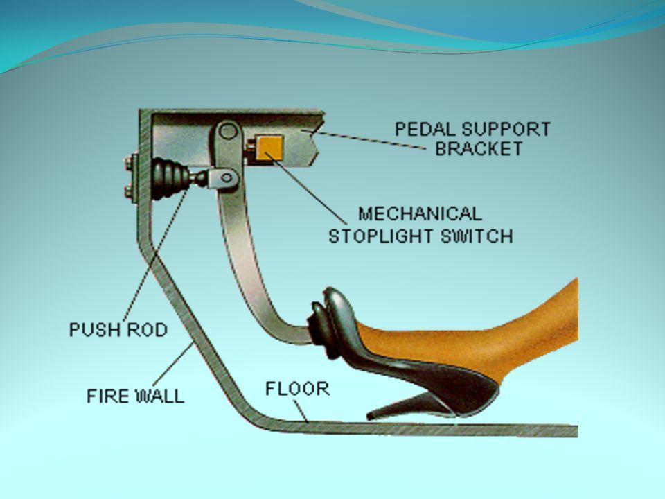 Bomba de freno (cilindro maestro) Este es un sistema que genera presión hidráulica desde la fuerza de presión del pedal de freno.