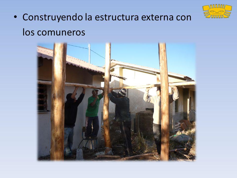 Construyendo la estructura externa con los comuneros
