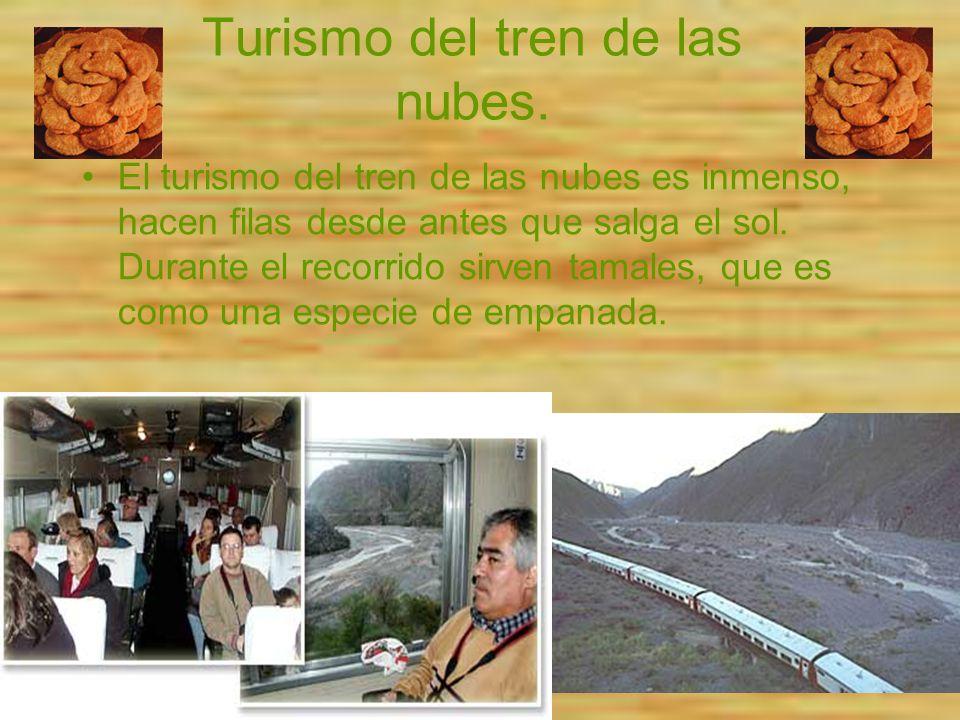 Turismo del tren de las nubes. El turismo del tren de las nubes es inmenso, hacen filas desde antes que salga el sol. Durante el recorrido sirven tama