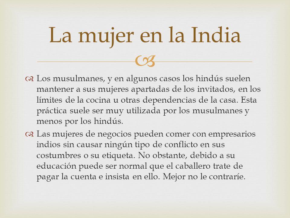 Los musulmanes, y en algunos casos los hindús suelen mantener a sus mujeres apartadas de los invitados, en los límites de la cocina u otras dependenci