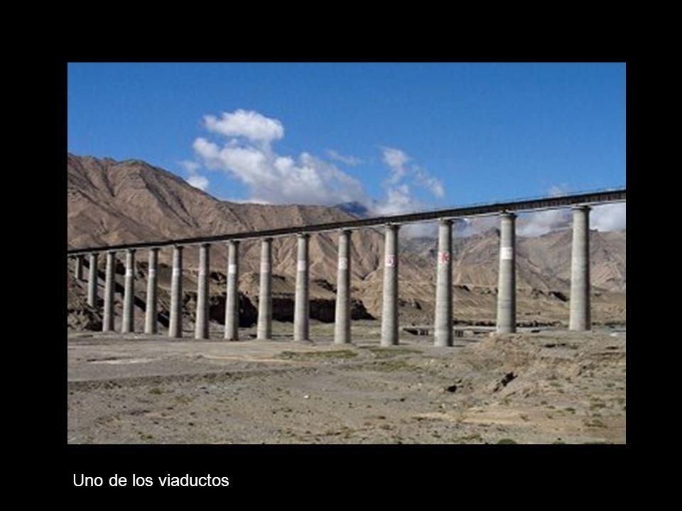 Puente sobre una carretera