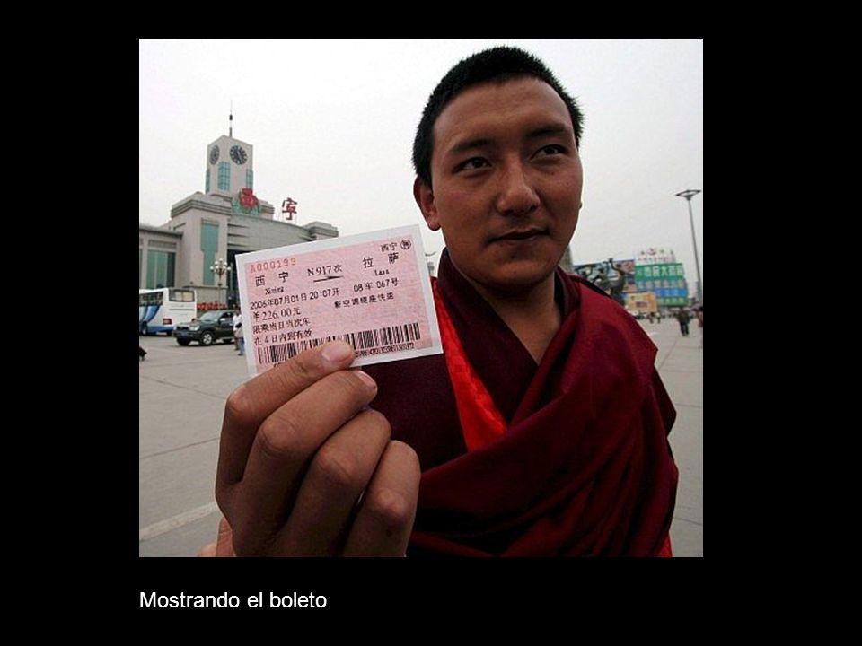 Tibetanos en la inauguración