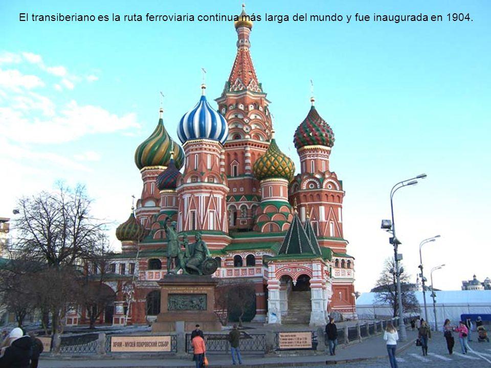 El transiberiano es una red de ferrocarril que conecta Moscú con el lejano oriente Ruso, China y Mongolia. El transiberiano es una increíble obra de i