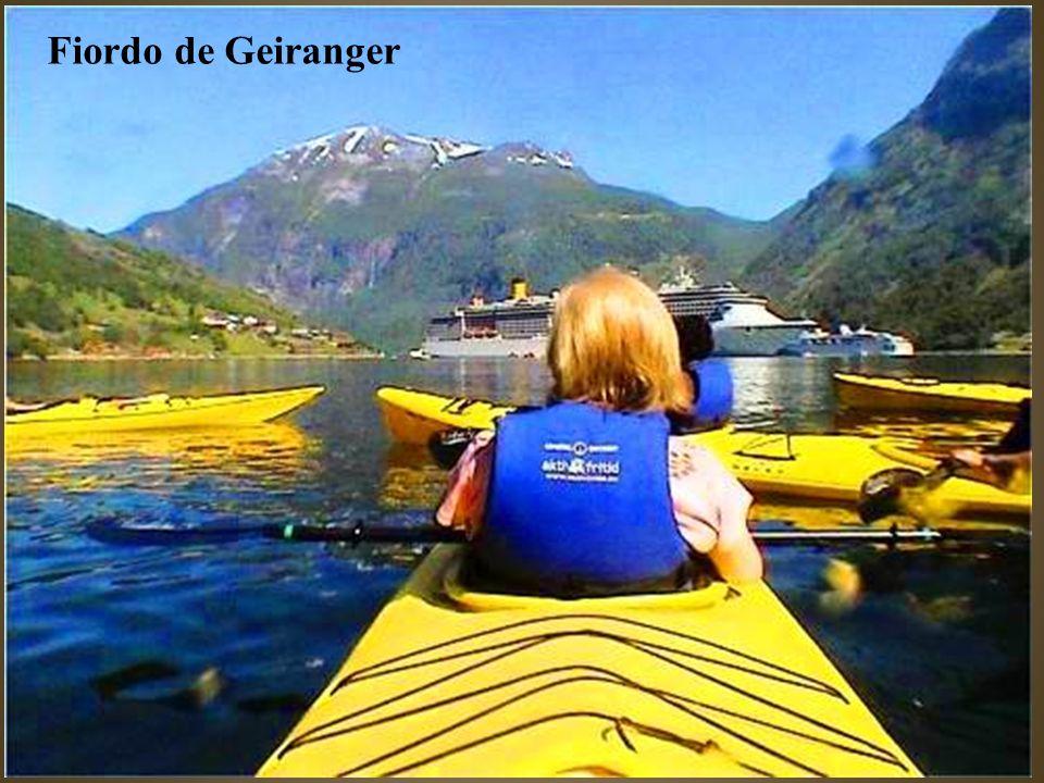 Geiranger: Es el fiordo por excelencia, de 16 kilómetros de largo y 288 de profundidad. Sus principales atractivos son las cascadas. (Las siete herman