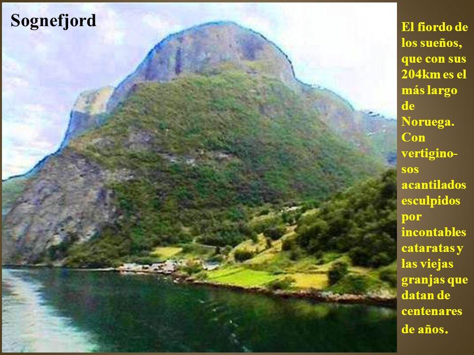 Lago situado en la estación de Valnahalsen a 811 metros de altura.