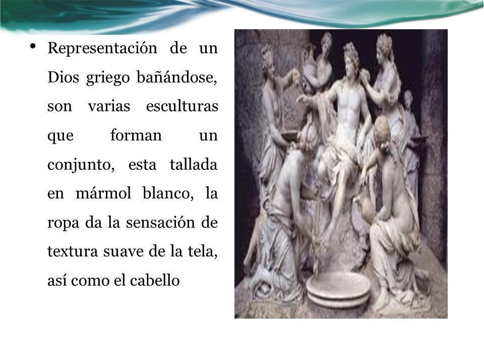 Representación de un Dios griego bañándose, son varias esculturas que forman un conjunto, esta tallada en mármol blanco, la ropa da la sensación de te
