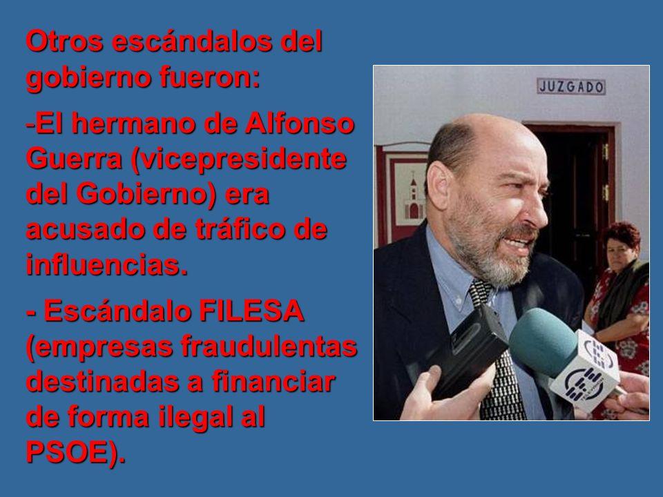 Otros escándalos del gobierno fueron: -El hermano de Alfonso Guerra (vicepresidente del Gobierno) era acusado de tráfico de influencias.