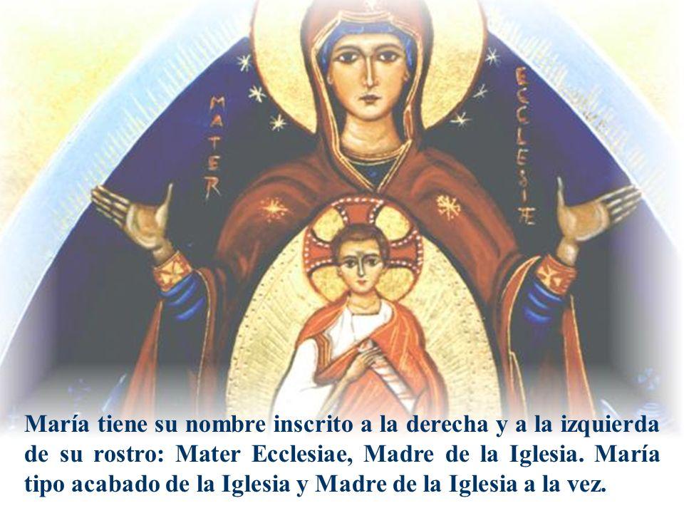 Rostro y nombre:Mater Ecclesiae María tiene su nombre inscrito a la derecha y a la izquierda de su rostro: Mater Ecclesiae, Madre de la Iglesia. María