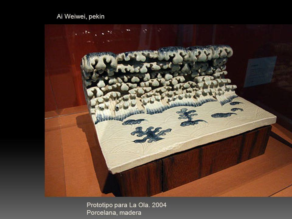Ai Weiwei, pekin Prototipo para La Ola. 2004 Porcelana, madera
