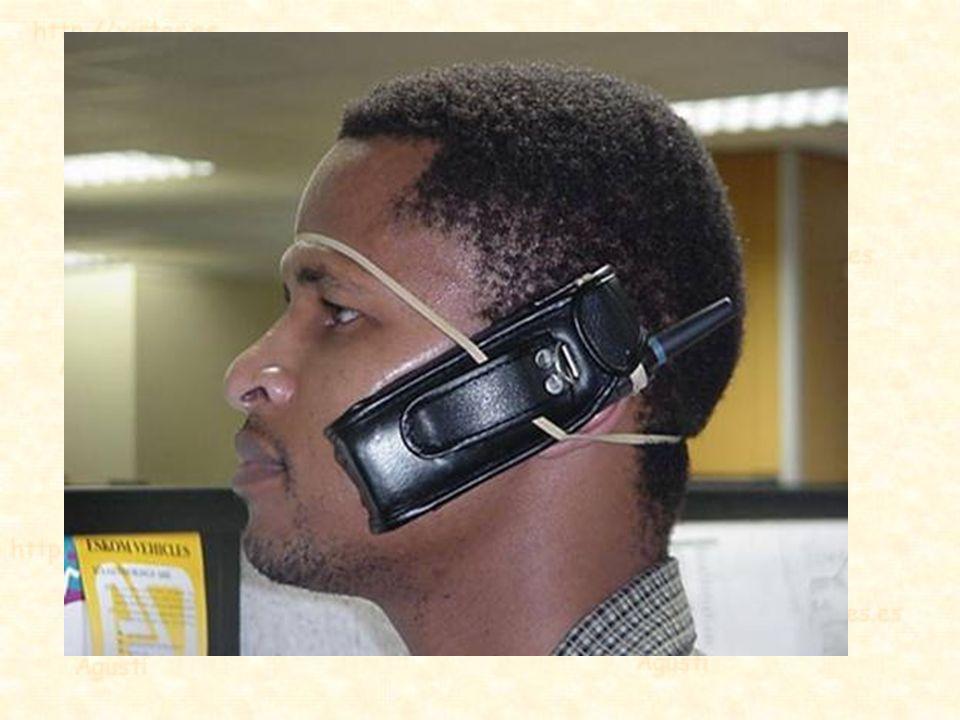 Según el nuevo código de circulación se elevan las multas por hablar por el móvil mientras se conduce, excepto si se usa un sistema de manos libres. O