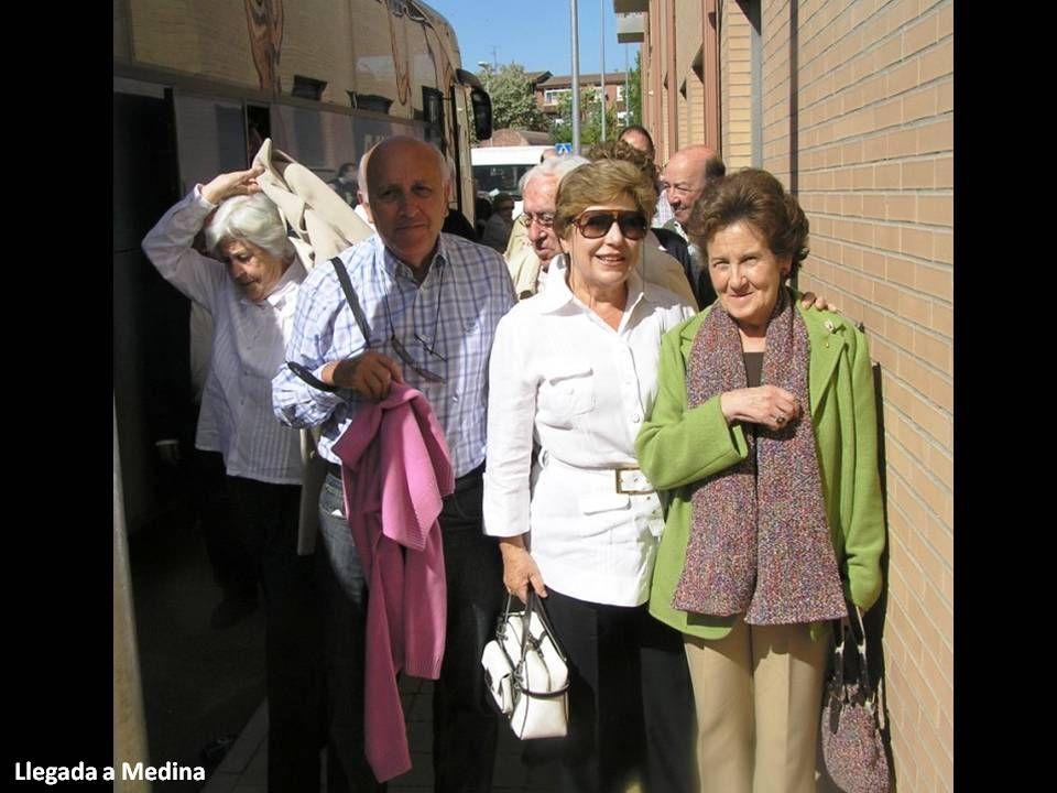 Medina fue la ciudad comercial más importante en España y casi en Europa durante los siglos XV y XVI gracias a sus ferias y negocios financieros (se decía que cuando temblaba la banca de Medina temblaba la banca de Europa) Hacia 1404 se fundaron las ferias y en 1421 se dictaron las Ordenanzas para el asentamiento de los feriantes: Cada gremio se instalaba en una plaza o calle de Medina (Silleros y freneros, joyeros, especieros, armeros, calceteros y jubeteros, buhoneros y barberos en la Plaza Mayor, y en otras calles, cambistas y paños mayores, comerciantes de sebo, aceite, pez esparto y cera, peleteros y paños menores, plateros, herreros y caldereros, zapateros, comerciantes de cuero y cordobanes, albarderos, lenceros y sederos).