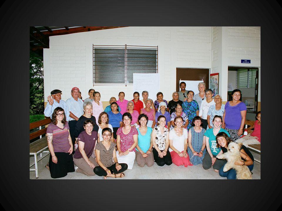 ECOS Familiares Personal: 1 médico, 1 enfermera, 1 enfermera asistente, 3-5 promotores de salud, 1 polivalente Aumento de más de 2500 personal en primer atencion desde 2009