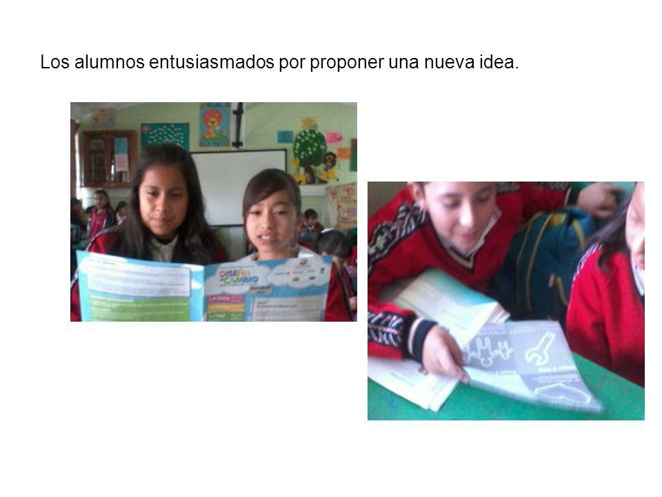 Los alumnos entusiasmados por proponer una nueva idea.