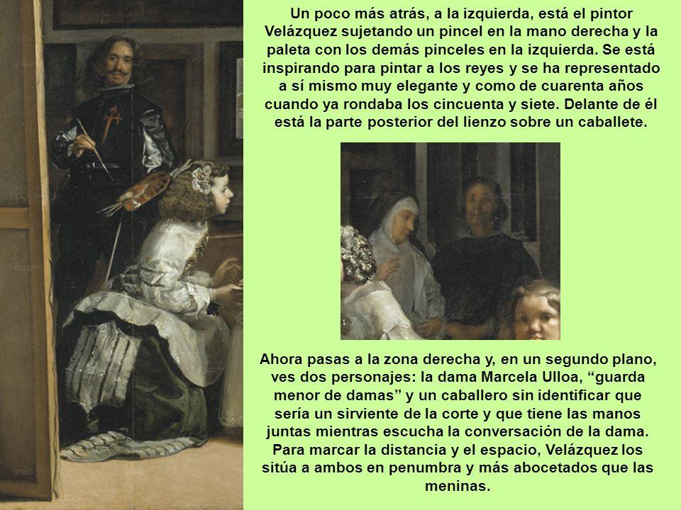 Pero vayamos por partes, en primer término y de izquierda a derecha tenemos a María Agustina Sarmiento que está haciendo una reverencia y ofreciendo e