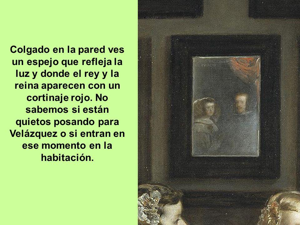 Al fondo, una puerta de madera con cuarterones se abre a una estancia posterior muy iluminada y José Nieto, aposentador de la corte, está en las escal