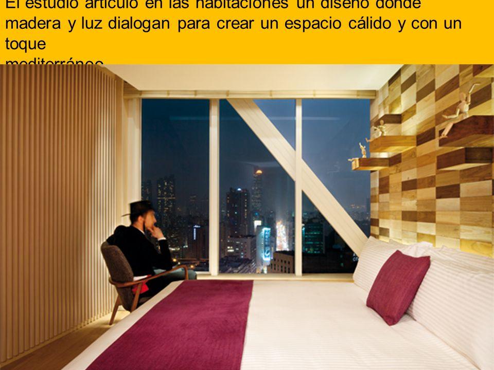 El estudio articuló en las habitaciones un diseño donde madera y luz dialogan para crear un espacio cálido y con un toque mediterráneo.