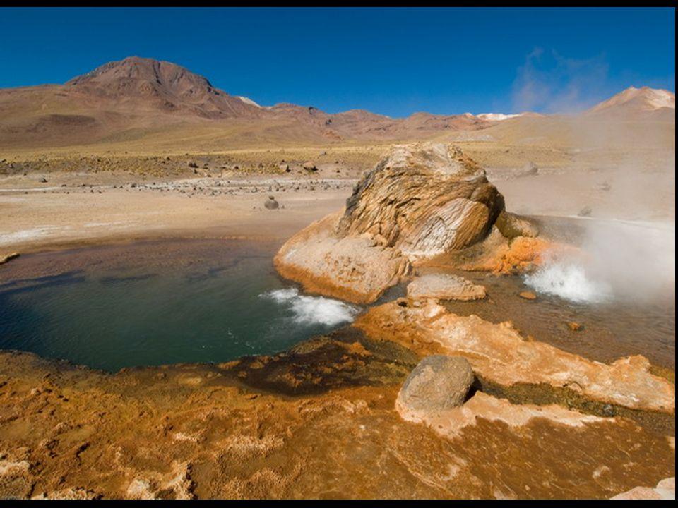 Roca sedimentaria La caliza Se originan en el fondo de los lagos o los mares, luego de que las rocas de la superficie se desintegraran y que sus fragmentos fueran depositándose en forma de estratos (capas).