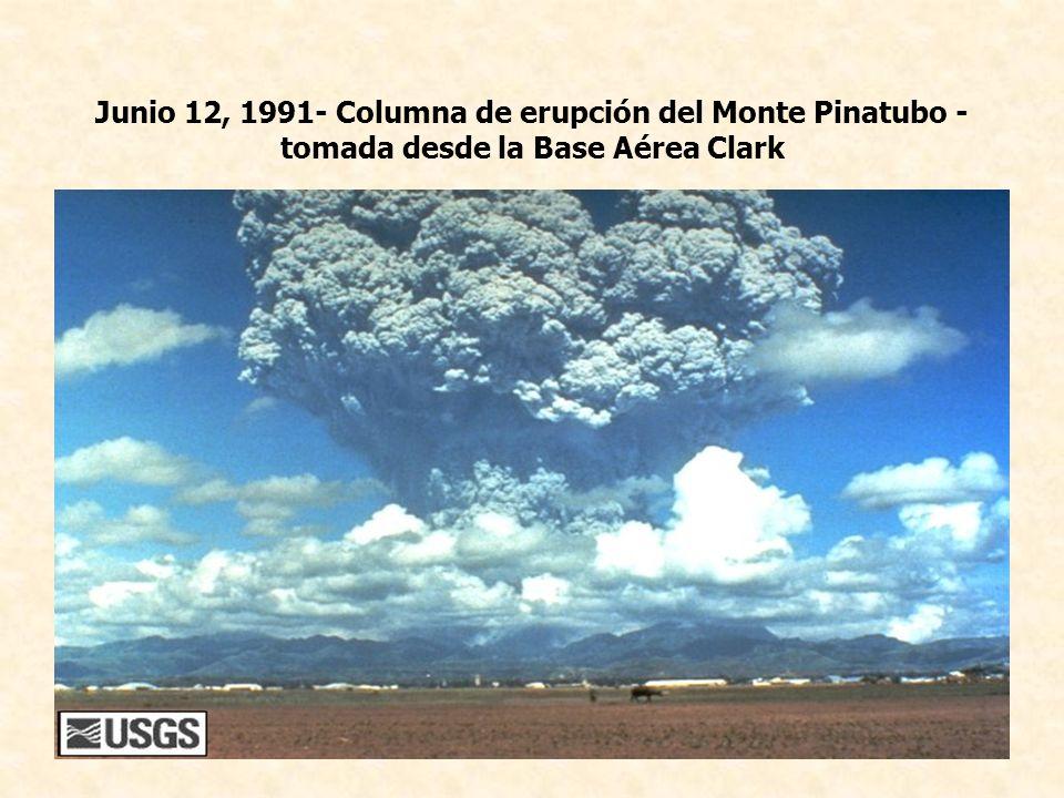 Junio 12, 1991- Columna de erupción del Monte Pinatubo - tomada desde la Base Aérea Clark