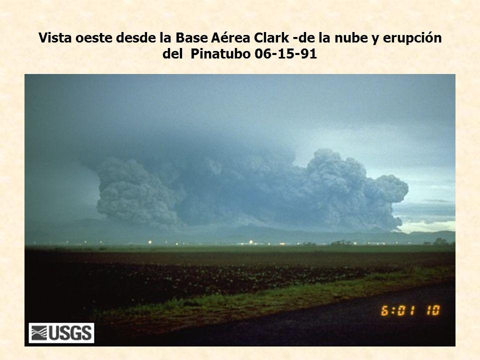 Vista oeste desde la Base Aérea Clark -de la nube y erupción del Pinatubo 06-15-91