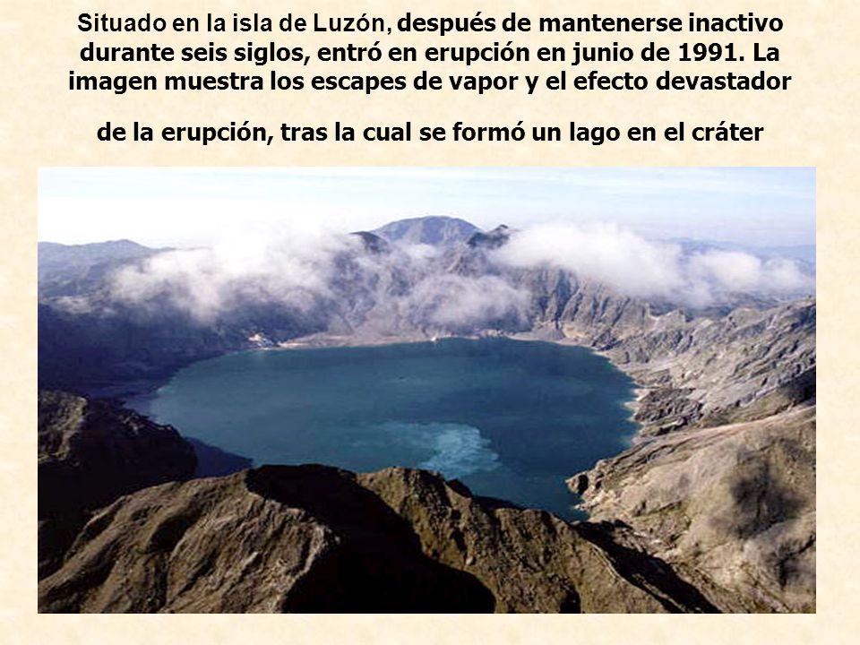 Situado en la isla de Luzón, después de mantenerse inactivo durante seis siglos, entró en erupción en junio de 1991. La imagen muestra los escapes de