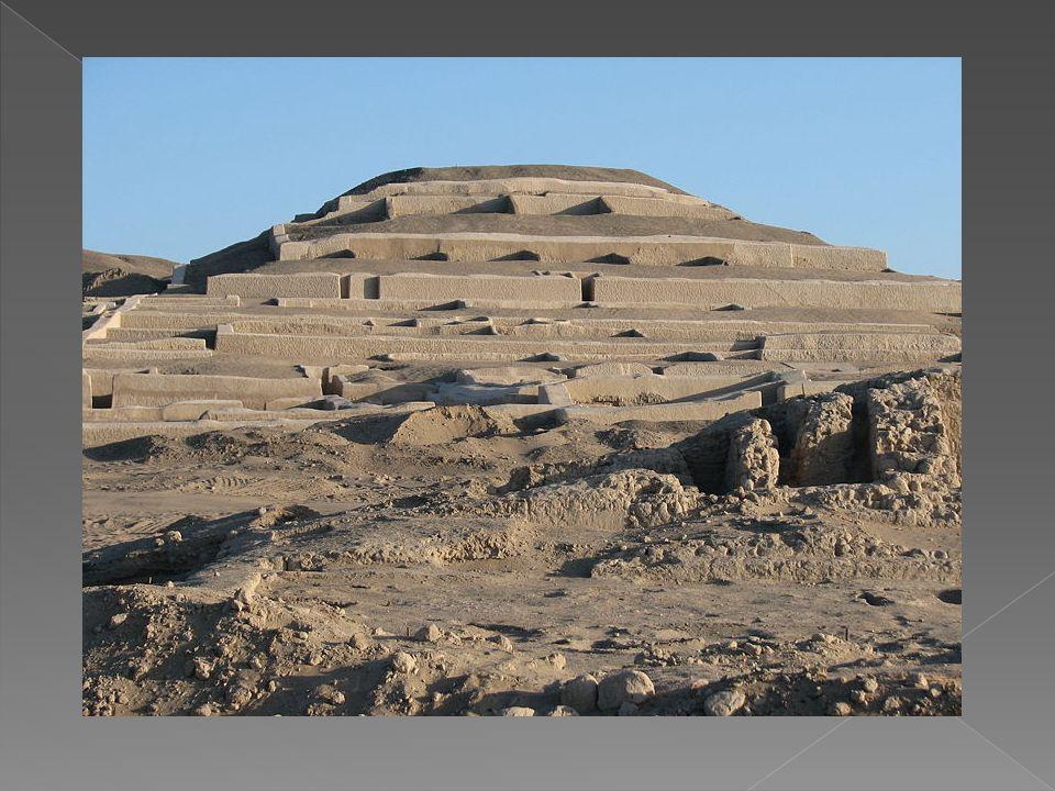 Se dice que la cultura Nazca tuvo su origen proveniente de la cultura Paracas, pero los Nazca fueron un pueblo que desarrolló más la cerámica que la textilería.