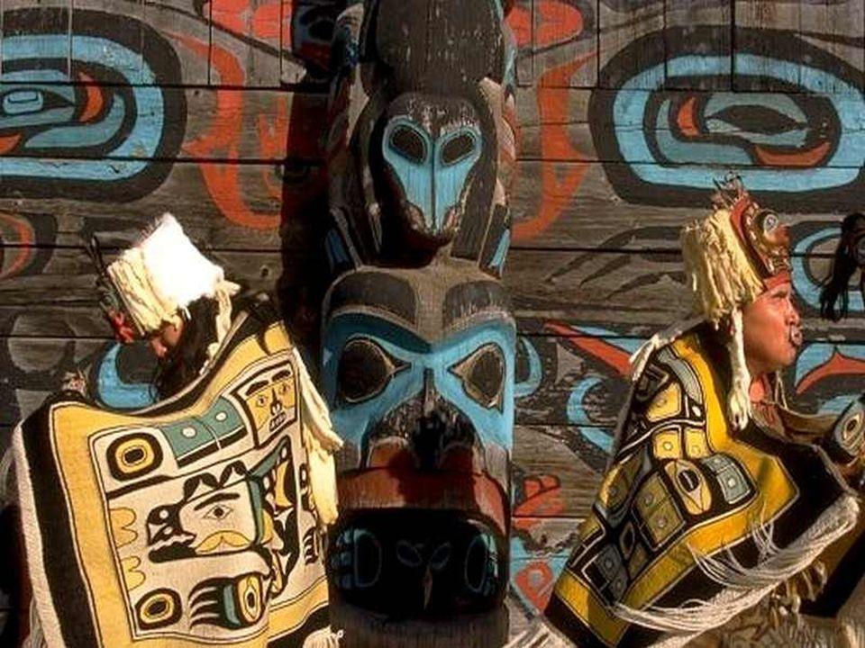 De Aleoeten, de Amerindianen en de Inuits zijn drie oorspronkelijke volkeren in Alaska. De laatstgenoemden kwamen meerdere duizenden karen geleden uit