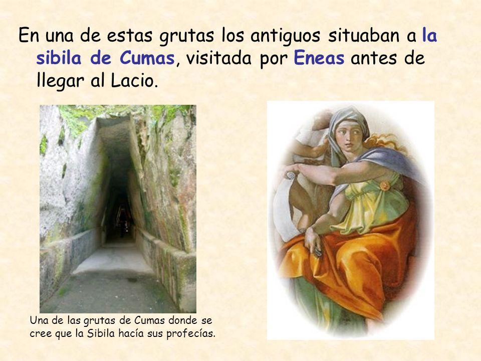 En una de estas grutas los antiguos situaban a la sibila de Cumas, visitada por Eneas antes de llegar al Lacio. Una de las grutas de Cumas donde se cr