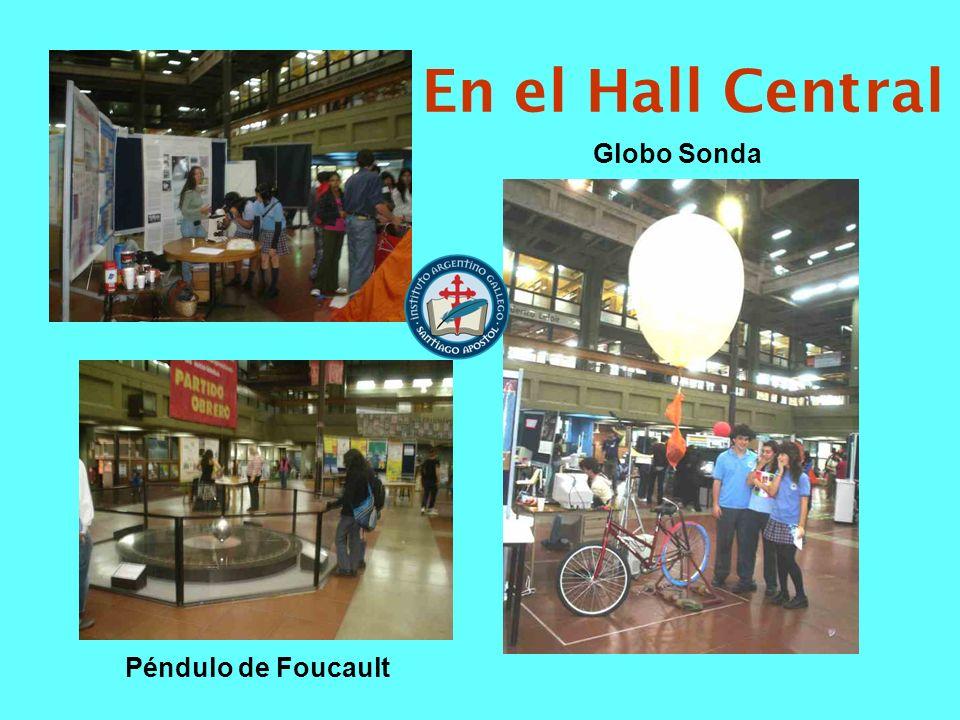 En el Hall Central Globo Sonda Péndulo de Foucault