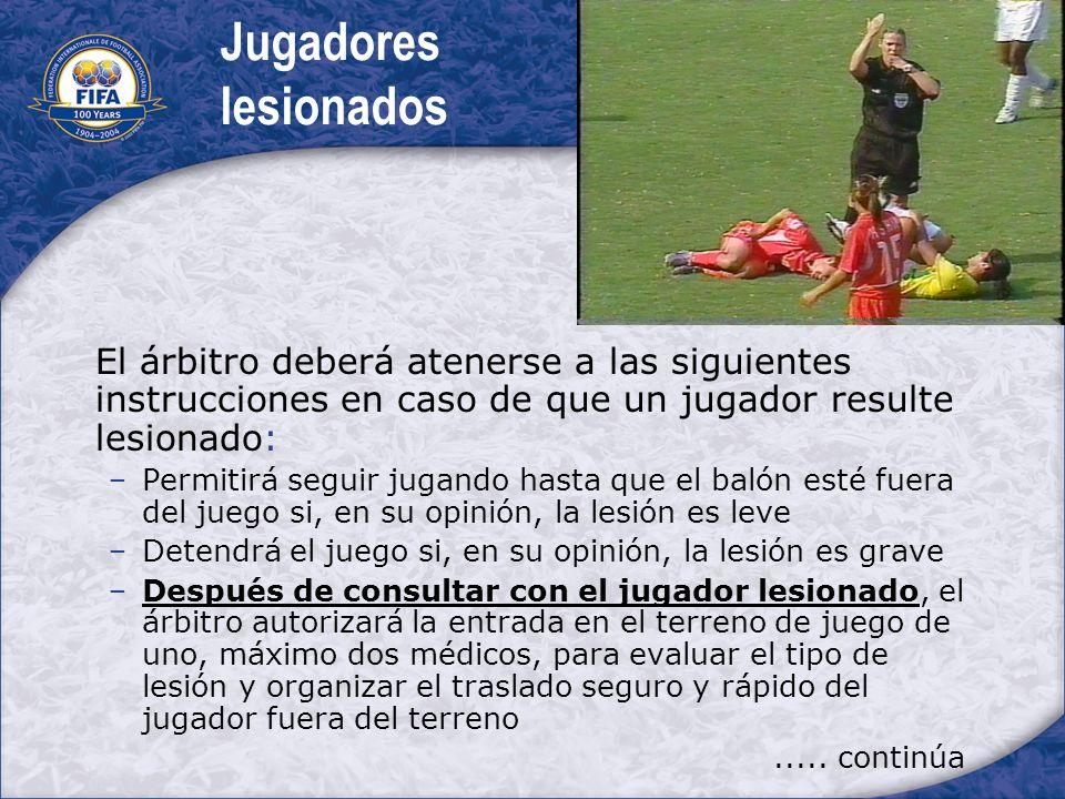 Jugadores lesionados El árbitro deberá atenerse a las siguientes instrucciones en caso de que un jugador resulte lesionado: Permitirá seguir jugando h