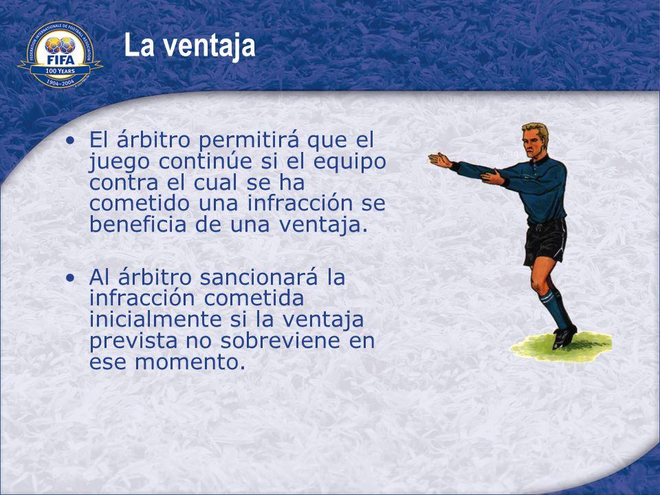 La ventaja El árbitro permitirá que el juego continúe si el equipo contra el cual se ha cometido una infracción se beneficia de una ventaja. Al árbitr