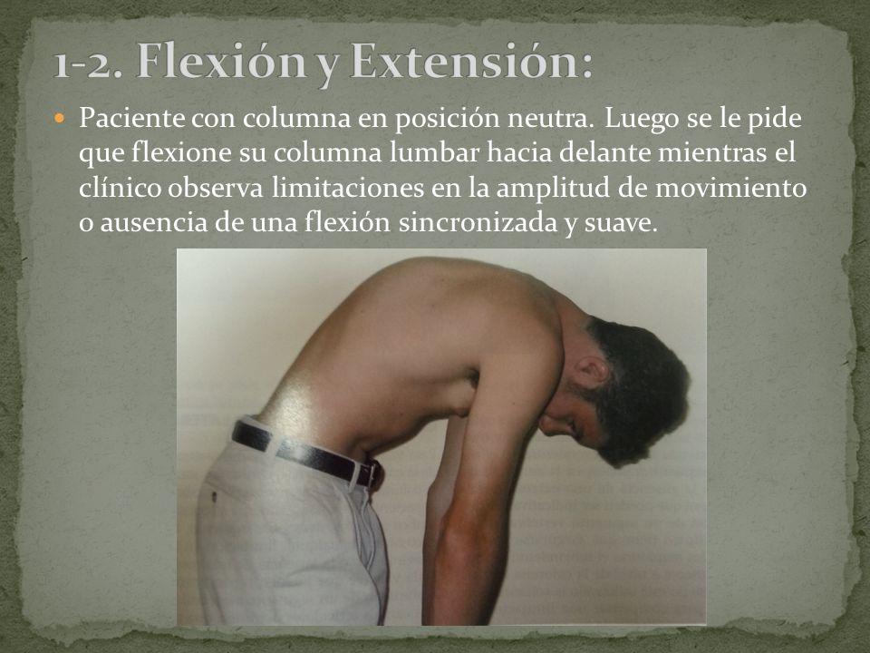 A continuación se pide al paciente que vuelva a colocar su columna lumbar en posición neutra y que la extienda hacia atrás, mientras observamos limitaciones de la amplitud de movimiento o ausencia de una extensión sincronizada y suave.