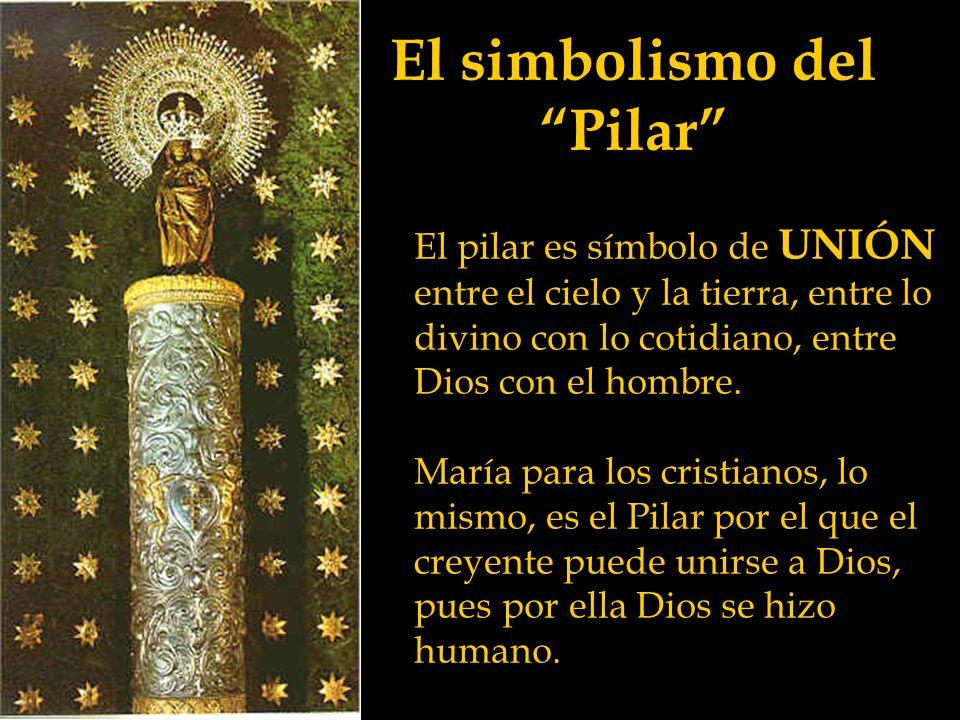 La imagen de la Virgen La Virgen sujeta con la mano derecha el manto que le cae por la espalda, mientras sostiene al Niño con el brazo izquierdo.