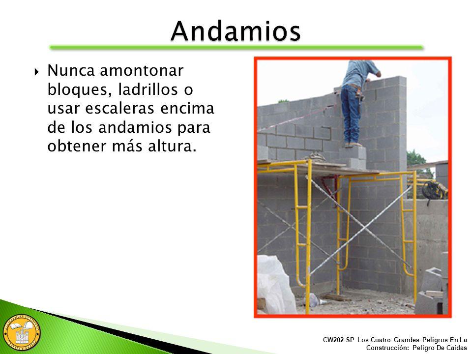 Las plataformas de los andamios deben estar completa y entarimado apropiadamente. CW202-SP Los Cuatro Grandes Peligros En La Construcción: Peligro De