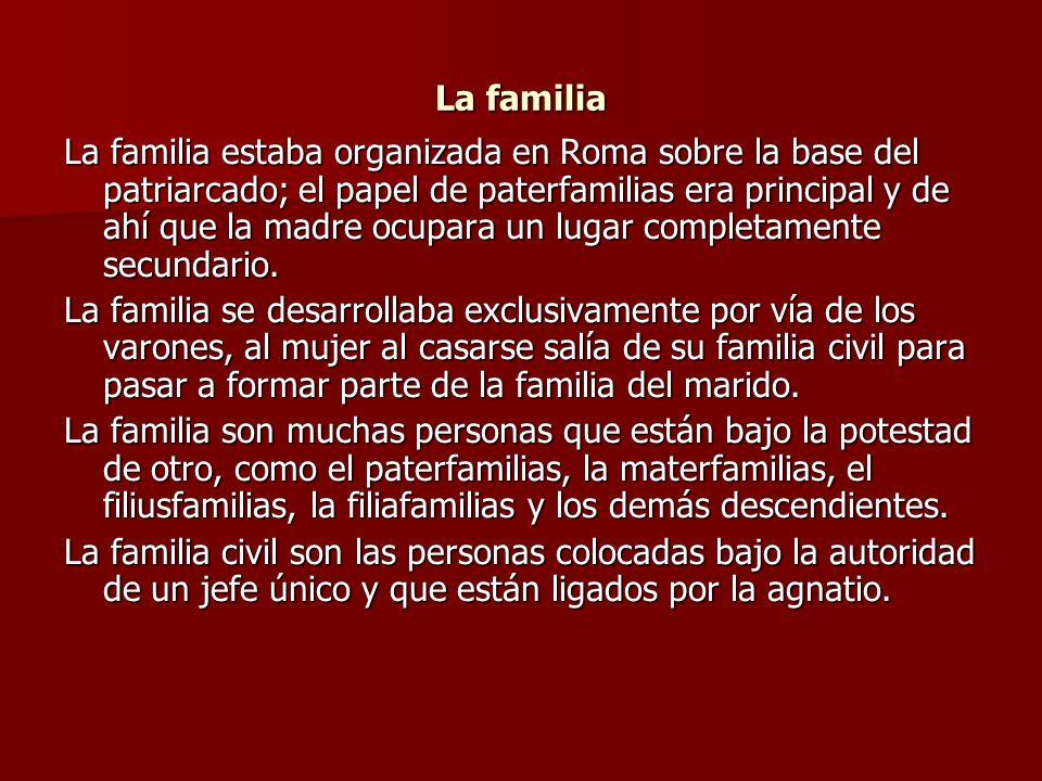 La familia La familia estaba organizada en Roma sobre la base del patriarcado; el papel de paterfamilias era principal y de ahí que la madre ocupara u