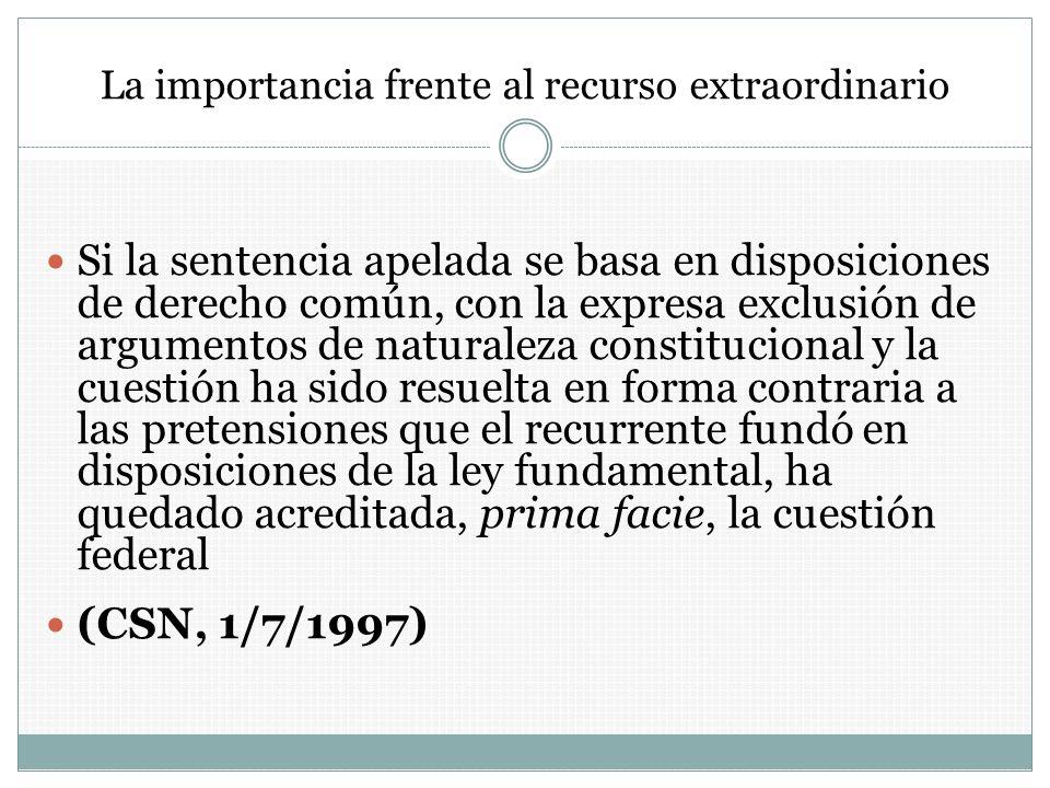 La importancia frente al recurso extraordinario Si la sentencia apelada se basa en disposiciones de derecho común, con la expresa exclusión de argumen