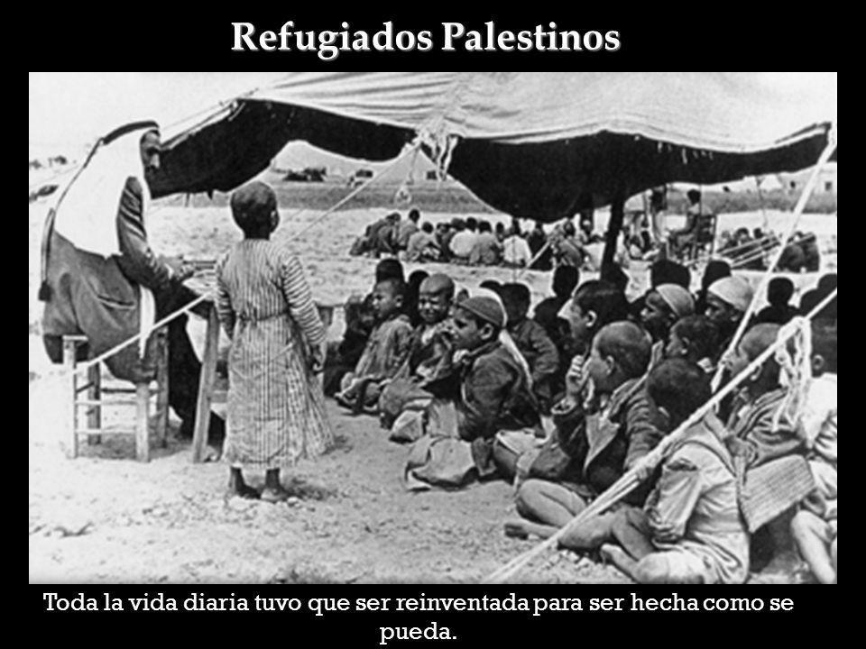 Refugiados Palestinos Toda la vida diaria tuvo que ser reinventada para ser hecha como se pueda. Colegio en un Campamento de Refugiados.
