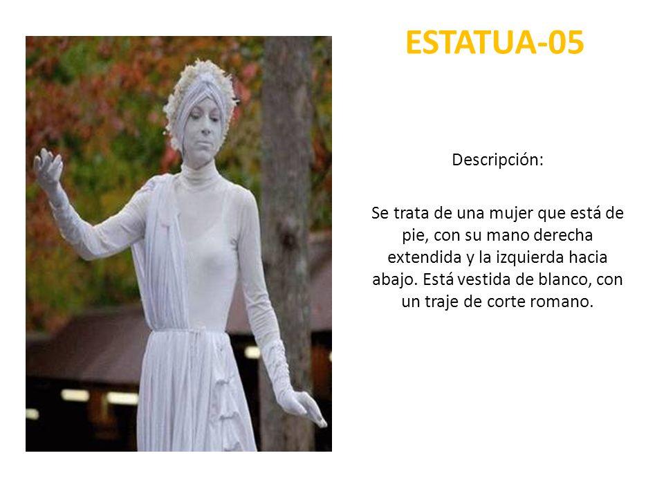 ESTATUA-05 Descripción: Se trata de una mujer que está de pie, con su mano derecha extendida y la izquierda hacia abajo. Está vestida de blanco, con u