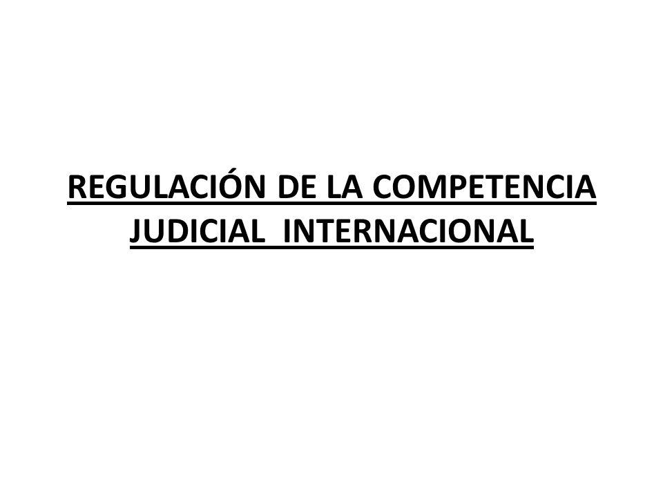 El Código Civil de 1984, dispone que los jueces nacionales conocen de los juicios originados por el ejercicio de acciones relativas al estado, capacidad y relaciones familiares; los siguientes criterios: a) Por razón del territorio: los tribunales peruanos son competentes para conocer de las acciones contra personas domiciliadas en el territorio nacional.