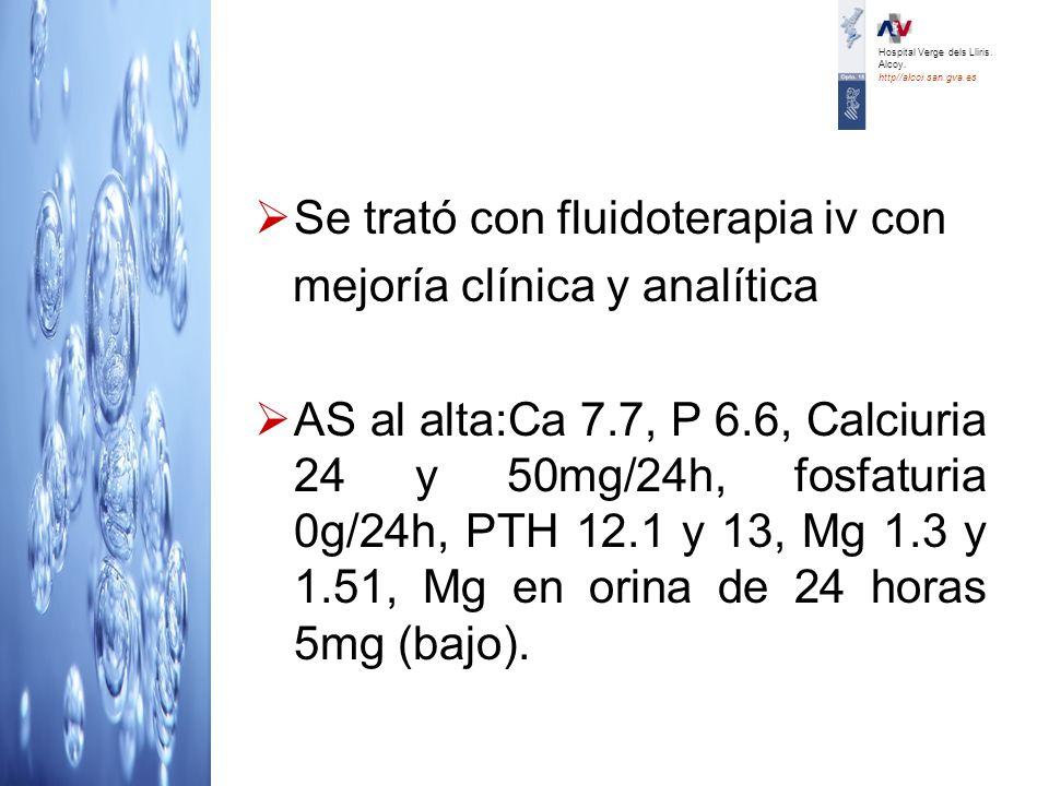 Se trató con fluidoterapia iv con mejoría clínica y analítica AS al alta:Ca 7.7, P 6.6, Calciuria 24 y 50mg/24h, fosfaturia 0g/24h, PTH 12.1 y 13, Mg