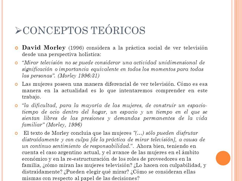 CONCEPTOS TEÓRICOS David Morley (1996) considera a la práctica social de ver televisión desde una perspectiva holística: Mirar televisión no se puede