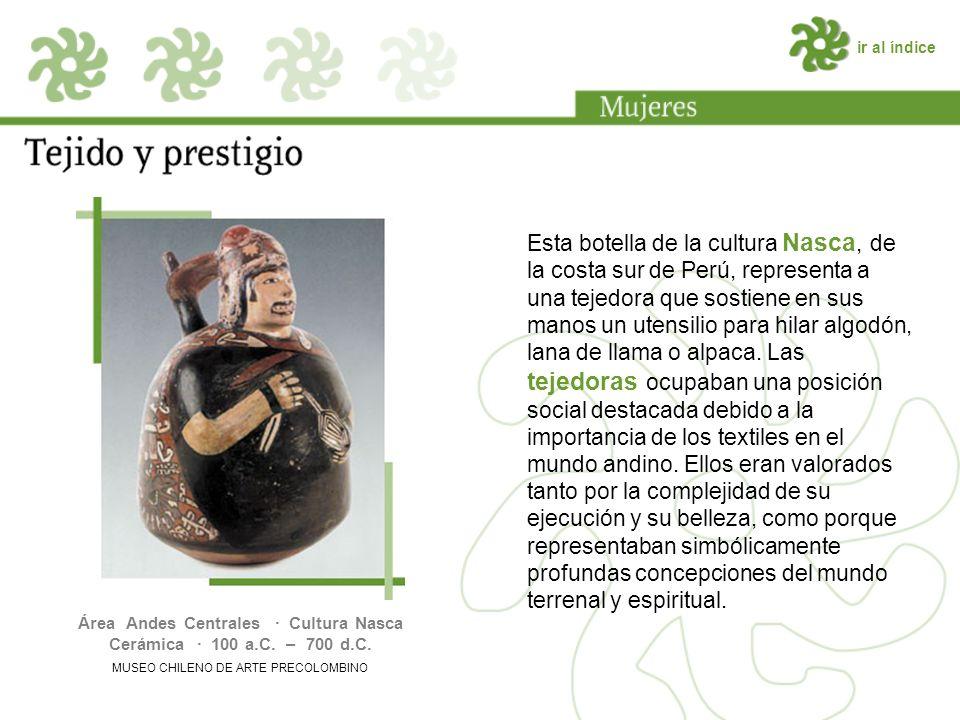 ir al índice Esta botella de la cultura Nasca, de la costa sur de Perú, representa a una tejedora que sostiene en sus manos un utensilio para hilar algodón, lana de llama o alpaca.