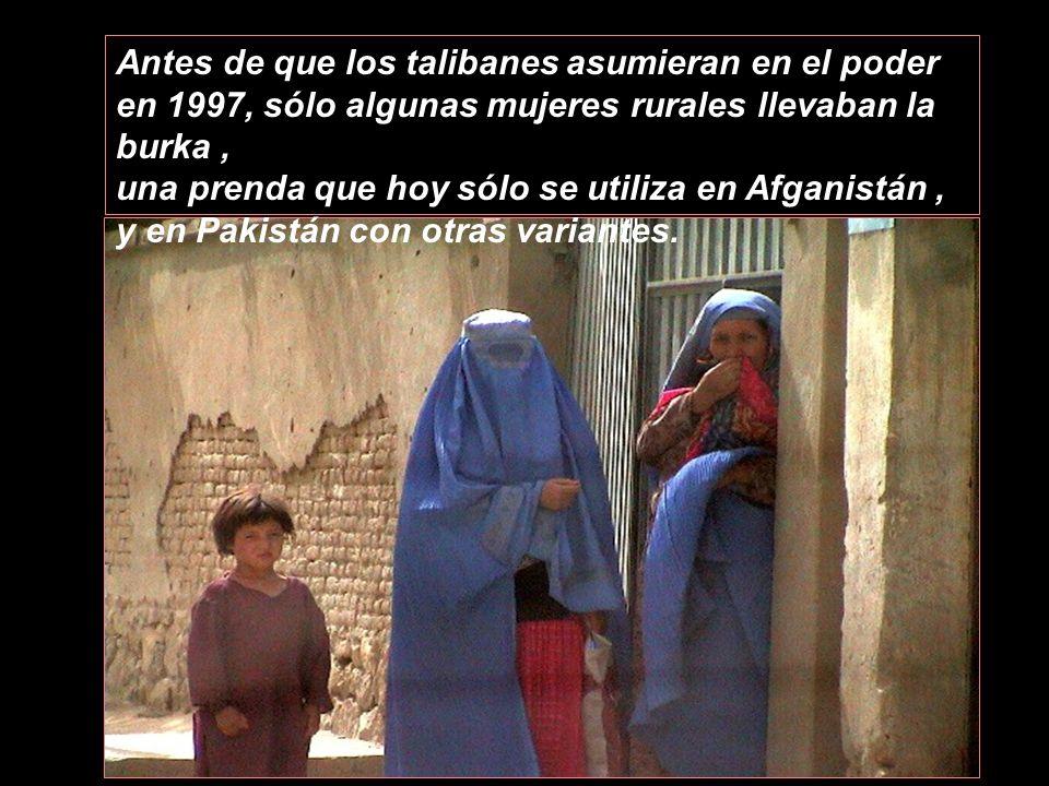 La Burka es un símbolo de la opresión de las mujeres afganas. Es una prenda de vestir que las convierte en fantasmas. Deben llevarla obligadamente al