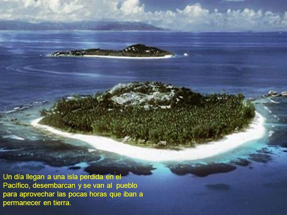 Un día llegan a una isla perdida en el Pacífico, desembarcan y se van al pueblo para aprovechar las pocas horas que iban a permanecer en tierra.