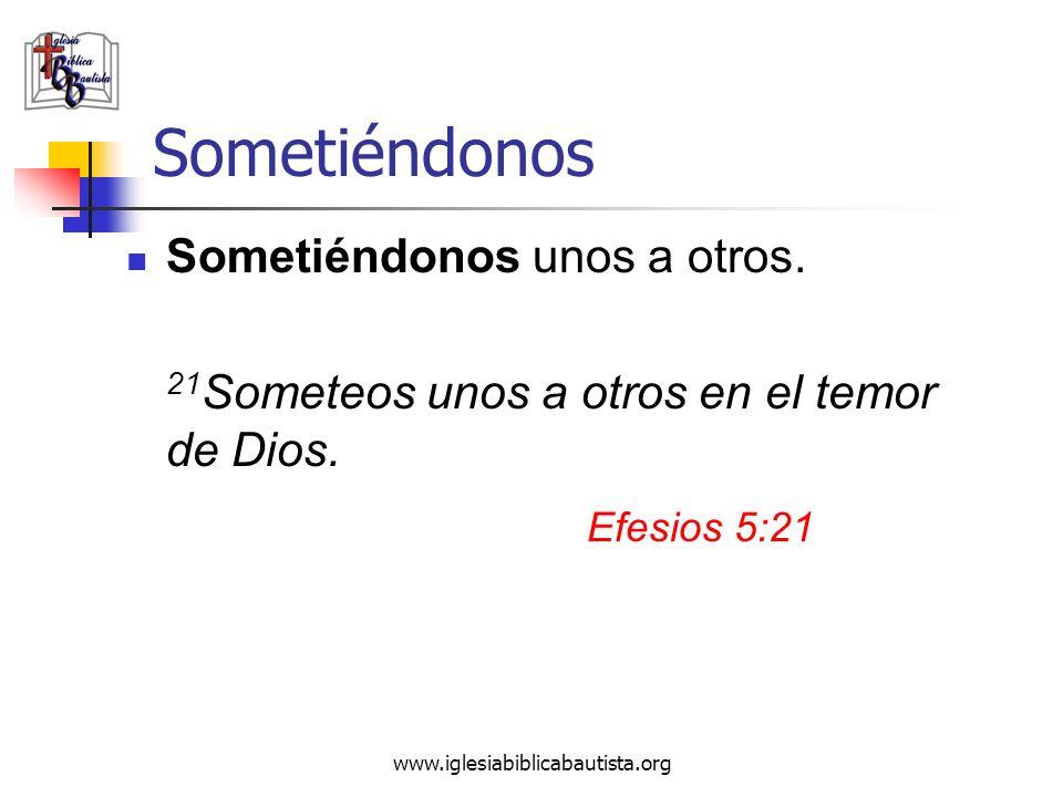 Sometiéndonos Sometiéndonos unos a otros. 21 Someteos unos a otros en el temor de Dios. Efesios 5:21